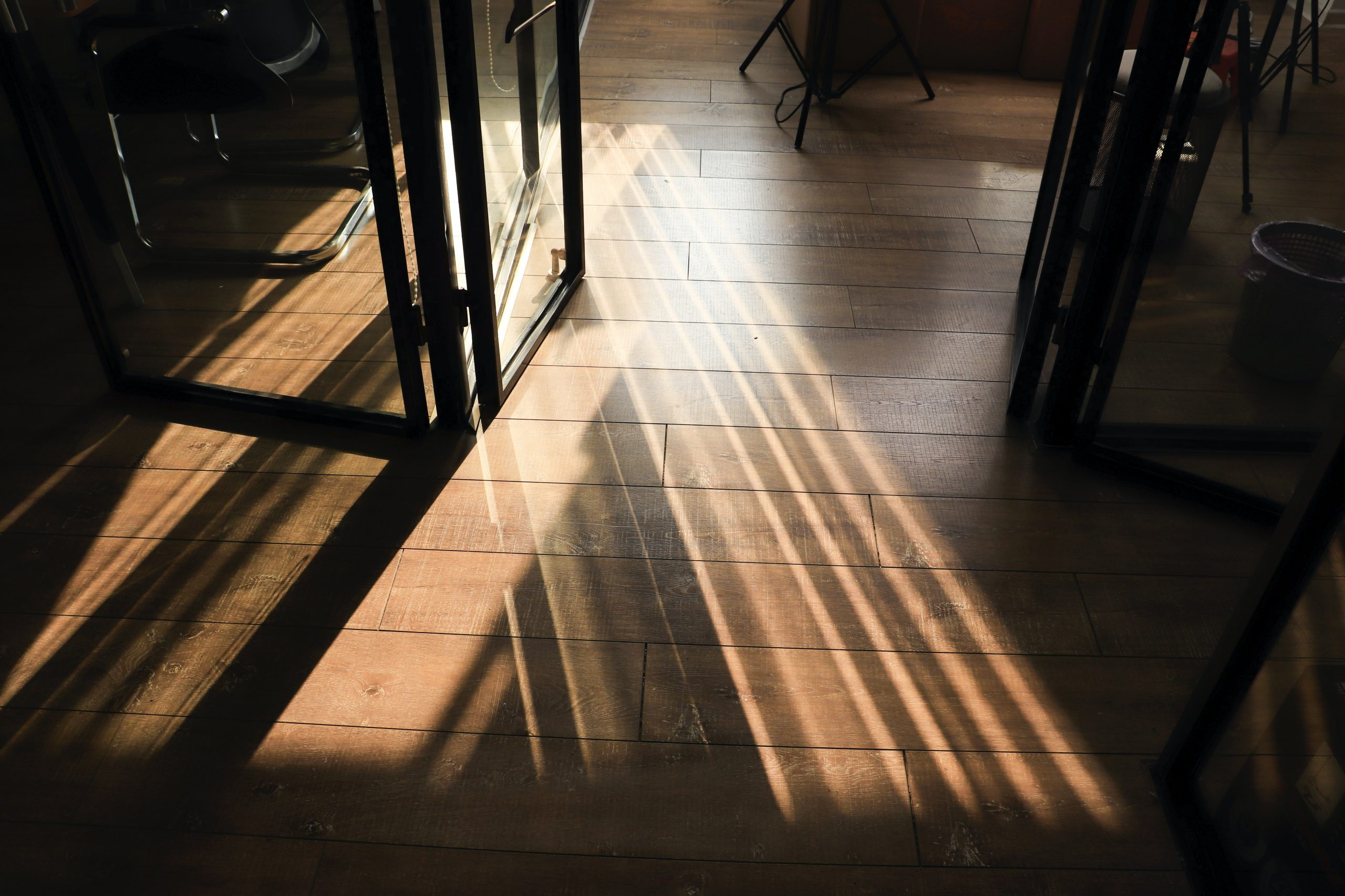 Why You Should Get Laminate Flooring Instead of Solid Wood